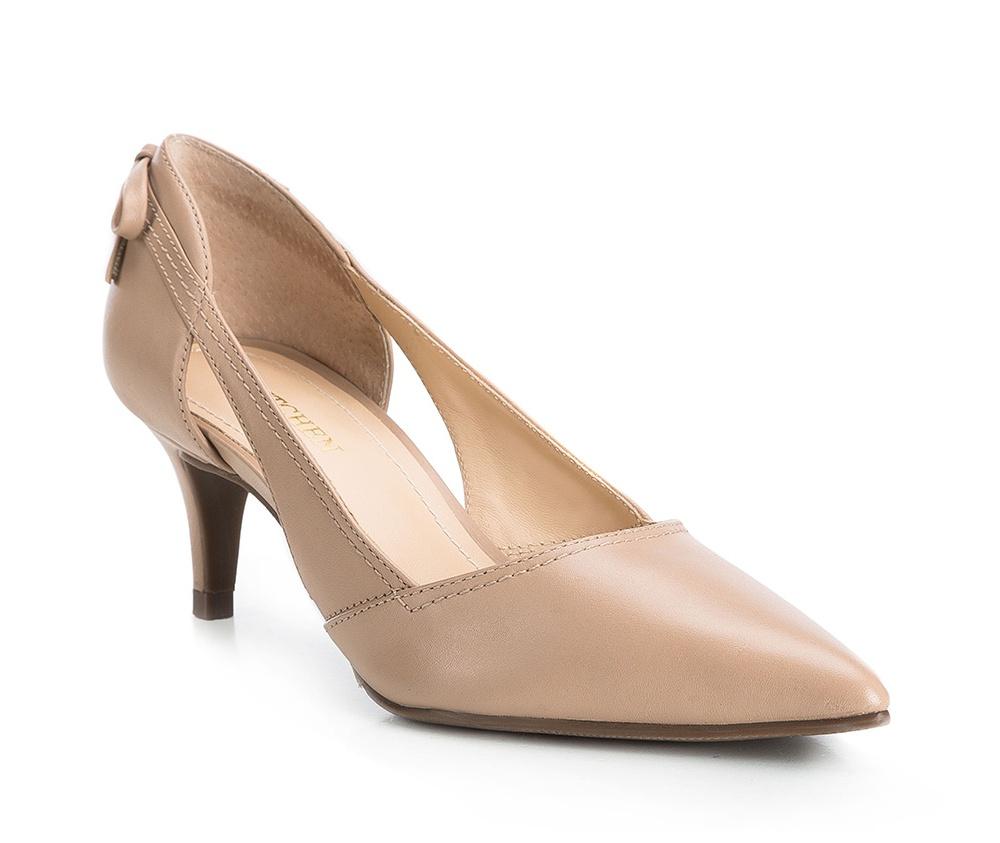 Обувь женскаяТуфли женские классические. Изготовленные по технологии Hand Made и выполнены из натуральной итальянской кожи наивысшего качества. Подошва сделана из качественного синтетического материала. Эта модель обязательно должна быть в гардеробе женщины которая любит элегантность и классику.<br><br>секс: женщина<br>Цвет: бежевый<br>Размер EU: 38<br>материал:: Натуральная кожа<br>примерная высота каблука (см):: 5,5