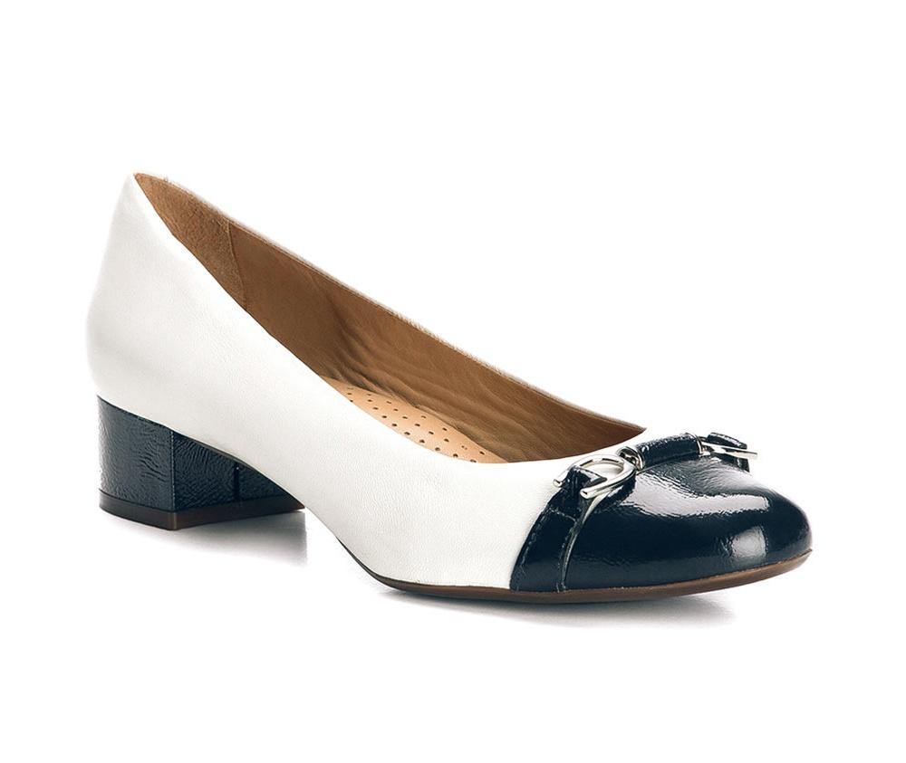 Обувь женскаяТуфли женские класcические.Изготовленные по технологии \Hand Made\ и выполнены полностью из натуральной итальянской кожи наивысшего качества. Подошва сделана из качественного синтетического материала. Эта модель обязательно должна быть в гардеробе женщины которая любит элегантность и клаcсику.<br><br>секс: женщина<br>Цвет: белый<br>Размер EU: 35<br>материал:: Натуральная кожа<br>примерная высота каблука (см):: 4