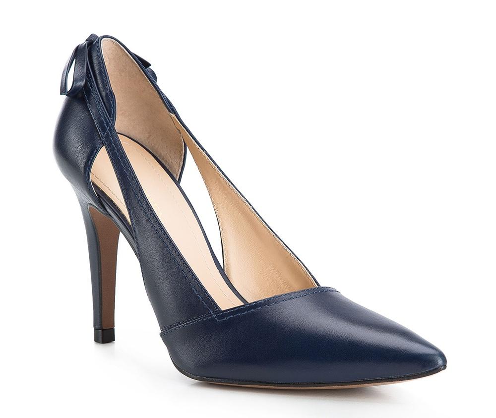 Обувь женскаяТуфли женские классические. Изготовленные по технологии Hand Made и выполнены из натуральной итальянской кожи наивысшего качества. Подошва сделана из качественного синтетического материала. Сочетание классических высоких каблуков каждый раз по разному создает уникальный и модный  образ.<br><br>секс: женщина<br>Цвет: синий<br>Размер EU: 40<br>материал:: Натуральная кожа<br>примерная высота каблука (см):: 9