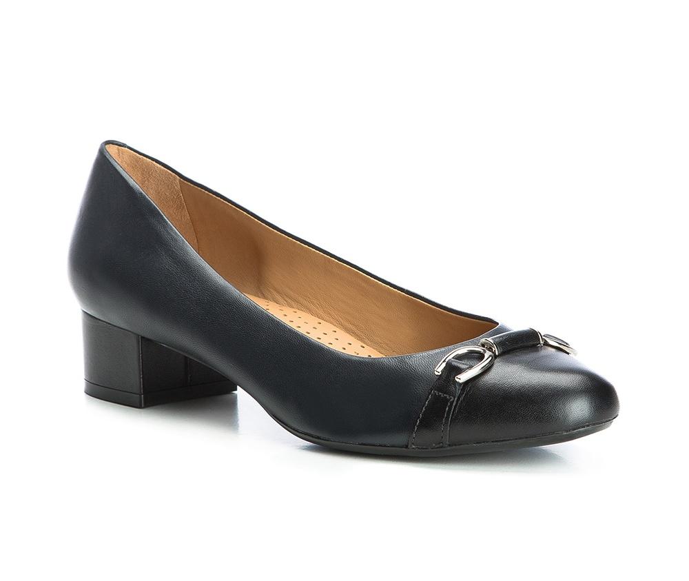 Обувь женскаяТуфли женские класcические.Изготовленные по технологии \Hand Made\ и выполнены полностью из натуральной итальянской кожи наивысшего качества. Подошва сделана из качественного синтетического материала. Эта модель обязательно должна быть в гардеробе женщины которая любит элегантность и клаcсику.<br><br>секс: женщина<br>Цвет: синий<br>Размер EU: 35<br>материал:: Натуральная кожа<br>примерная высота каблука (см):: 4