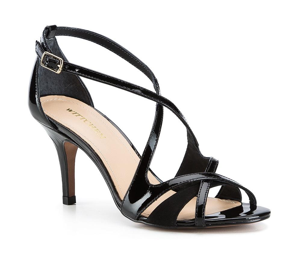 Обувь женскаяБосоножки женские. Изготовленные по технологии Hand Made и выполнены полностью из натуральной итальянской кожи наивысшего качества. Подошва сделана из качественного синтетического материала. Небольшой каблук добавляет ощущение стабильности и комфорта. Модель идеально сочитается с летними нарядами.<br><br>секс: женщина<br>Цвет: черный<br>Размер EU: 39<br>материал:: Натуральная кожа<br>примерная высота каблука (см):: 8