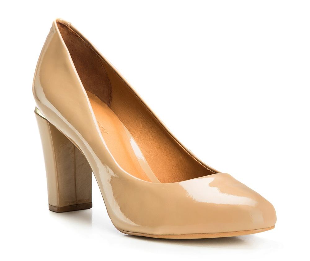 Обувь женскаяТуфли женские в городском стиле. Изготовленные по технологии Hand Made и выполнены полностью из натуральной итальянской кожи наивысшего качества. Подошва сделана из качественного синтетического материала.  Модель является ответом на потребности современных женщин, которые ищут  что-то новое для себя и не боятся эксперементировать с модой.<br><br>секс: женщина<br>Цвет: бежевый<br>Размер EU: 38<br>материал:: Натуральная кожа<br>примерная высота каблука (см):: 7