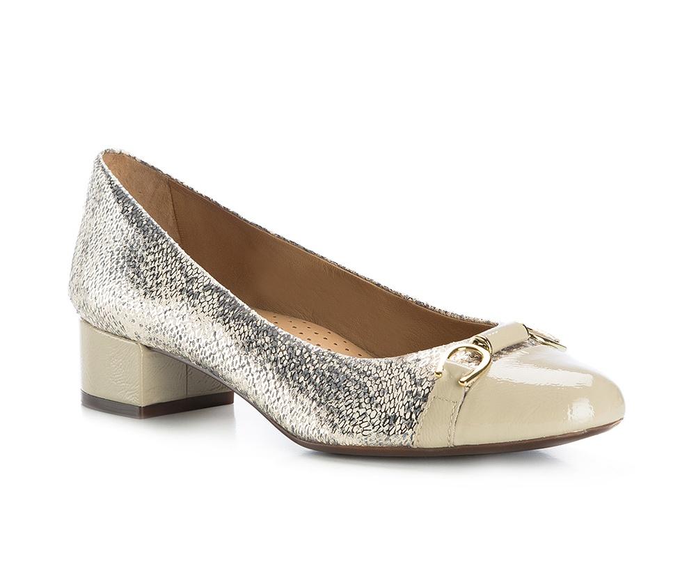 Обувь женская Wittchen 84-D-706-9, многоцветныйТуфли женские класcические.Изготовленные по технологии \\\Hand Made\\\ и выполнены полностью из натуральной итальянской кожи наивысшего качества. Подошва сделана из качественного синтетического материала. Эта модель обязательно должна быть в гардеробе женщины которая любит элегантность и клаcсику.<br><br>секс: женщина<br>Цвет: разноцветный<br>Размер EU: 38<br>материал:: Натуральная кожа<br>примерная высота каблука (см):: 4