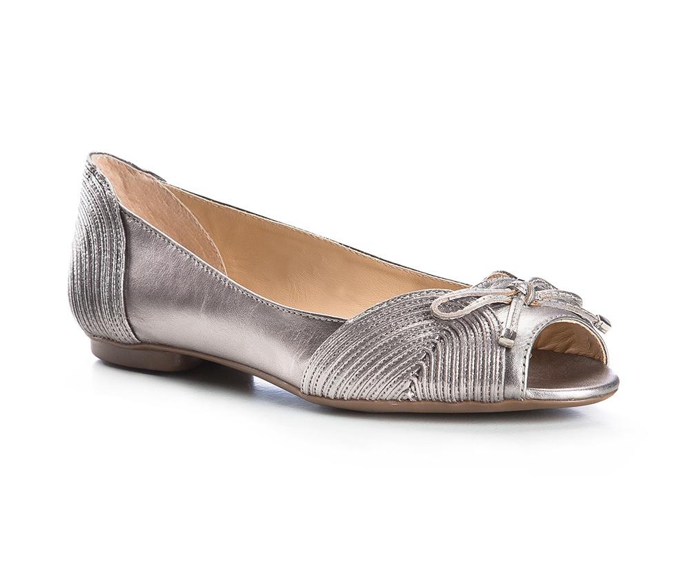 Обувь женская Wittchen 84-D-753-S, серебряныйБалетки женские, изготовленные по технологии \\\Hand Made\\\ и выполнены из натуральной итальянской кожи наивысшего качества. Подошва сделана из качественного синтетического материала. Выразительные украшения и принты, добавляют обуви элегантности которая прийдется по вкусу даже самым требовательным клиенткам.<br><br>секс: женщина<br>Цвет: серый<br>Размер EU: 36
