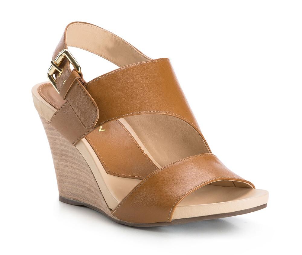 Обувь женскаяЖенские босоножки, выполнены по технологии Hand Made из натуральной итальянской кожи наивысшего качества. Подошва сделана из качественного синтетического материала. Модель сочетает элегантный стиль и современные тенденции. Идеальный выбор для модниц.<br><br>секс: женщина<br>Цвет: коричневый<br>Размер EU: 36<br>материал:: Натуральная кожа<br>примерная высота каблука (см):: 9
