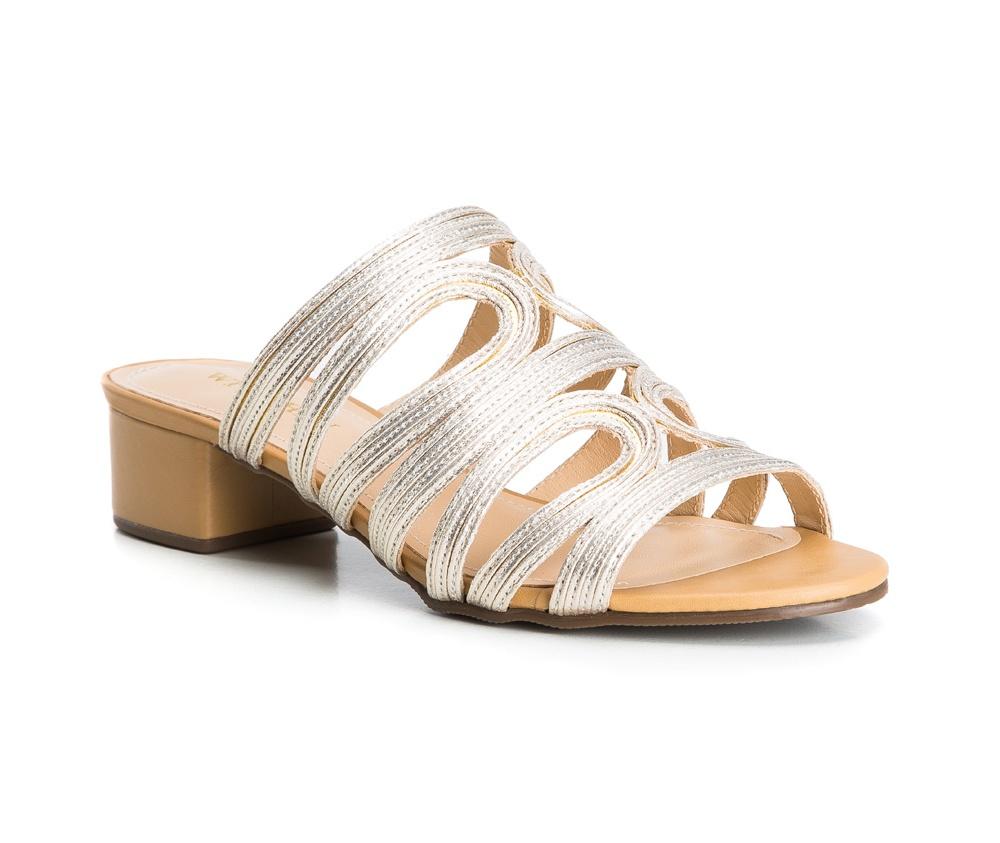 Обувь женскаяЖенские шлепанцы, выполнены по технологии Hand Made из натуральной итальянской кожи наивысшего качества. Подошва сделана из качественного синтетического материала. Шлепанцы идеально заменять классические сандалии, благодаря изящной отделки  в сочетании с золотым декором. натуральная кожа  натуральная кожа синтетический материал<br><br>секс: женщина<br>Цвет: желтый<br>Размер EU: 36<br>материал:: Натуральная кожа<br>примерная высота каблука (см):: 4