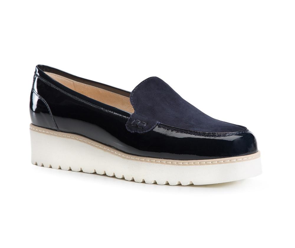 Обувь женскаяОбувь женская типа Мокасины. Изготовленные по технологии Hand Made и выполнены полностью из натуральной итальянской кожи наивысшего качества. Подошва  сделана из качественного синтетического материала. Стильный вид этой обуви придется по вкусу каждой моднице.<br><br>секс: женщина<br>Цвет: синий<br>Размер EU: 39.5<br>материал:: Натуральная кожа