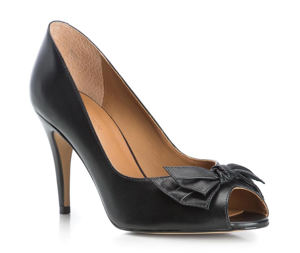 Обувь женскаяТуфли женские класические.Изготовленные по технологии Hand Made и выполнены полностью из натуральной итальянской кожи наивысшего качества. Подошва сделана из качественного синтетического материала. Сочетание классических высоких каблуков каждый раз по разному создает уникальный и модный  образ.<br><br>секс: женщина<br>Цвет: черный<br>Размер EU: 38<br>материал:: Натуральная кожа<br>примерная высота каблука (см):: 8