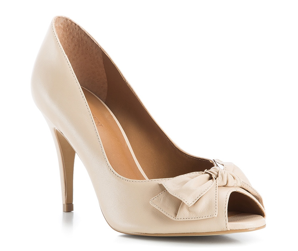 Обувь женскаяТуфли женские класcические.Изготовленные по технологии \Hand Made\ и выполнены полностью из натуральной итальянской кожи наивысшего качества. Подошва сделана из качественного синтетического материала. Сочетание классических высоких каблуков каждый раз по разному создает уникальный и модный  образ.<br><br>секс: женщина<br>Цвет: бежевый<br>Размер EU: 35<br>материал:: Натуральная кожа<br>примерная высота каблука (см):: 8