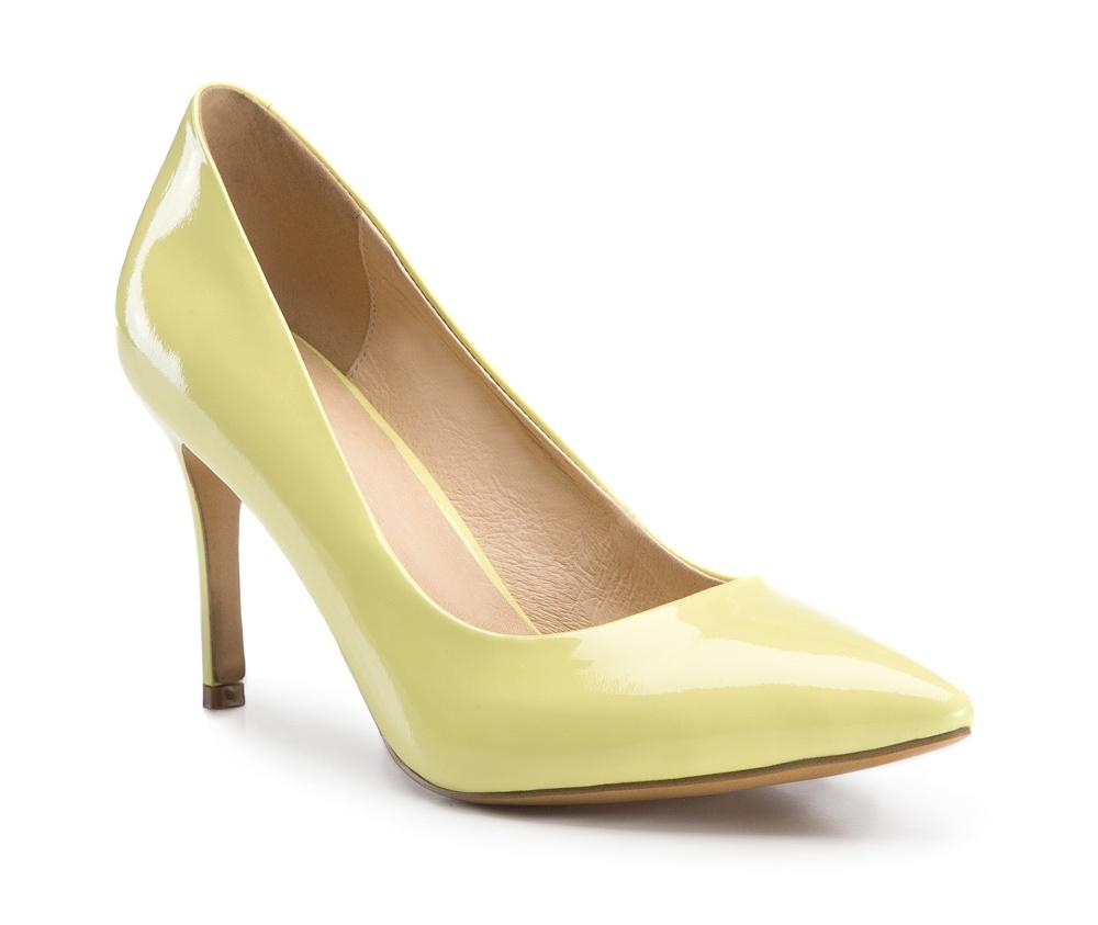 Обувь женскаяТуфли женские класcические. Изготовленные по технологии \Hand Made\ и выполнены полностью из натуральной итальянской кожи наивысшего качества. Подошва сделана из качественного синтетического материала. Сочетание классических высоких каблуков каждый раз по разному создает уникальный и модный  образ.<br><br>секс: женщина<br>Цвет: желтый<br>Размер EU: 36<br>материал:: Натуральная кожа<br>примерная высота каблука (см):: 9