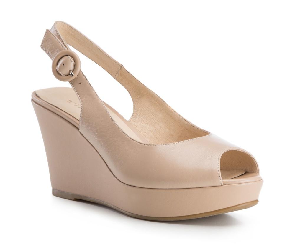 Обувь женскаяБосоножки женские на платформе. Изготовленные по технологии Hand Made и выполнены полностью из натуральной итальянской кожи наивысшего качества. Подошва сделана из качественного синтетического материала. Платформа переходящая в котурну, добавляет ощущение стабильности и комфорта . Модель идеально подойдет с летними нарядами.<br><br>секс: женщина<br>Цвет: бежевый<br>Размер EU: 38<br>материал:: Натуральная кожа<br>примерная высота каблука (см):: 9