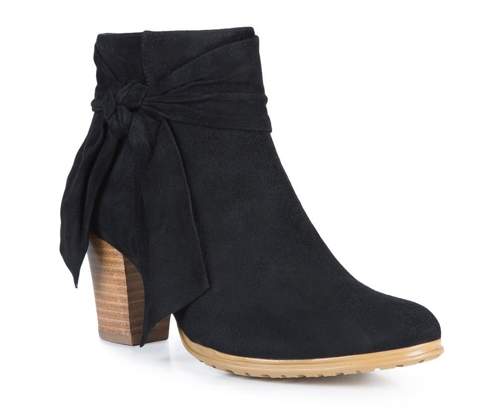 Обувь женскаяСапоги-ботильоны женские, изготовленные по технологии Hand Made и выполнены полностью из натуральной итальянской кожи наивысшего качества. Подошва сделана из качественного синтетического материала. Модный цвет и отделка из натуральной кожи, добавят элегантности каждой девушке.<br><br>секс: женщина<br>Цвет: черный<br>Размер EU: 40<br>материал:: Натуральная кожа<br>примерная высота каблука (см):: 7