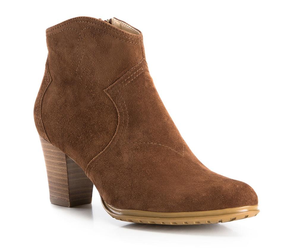 Обувь женскаяСапоги-ботильоны женские, изготовленные по технологии Hand Made и выполнены полностью из натуральной итальянской кожи наивысшего качества. Подошва сделана из качественного синтетического материала. Модный цвет и отделка из натуральной кожи, добавят элегантности каждой девушке.<br><br>секс: женщина<br>Цвет: коричневый<br>Размер EU: 35<br>материал:: Натуральная кожа<br>примерная высота каблука (см):: 7,5