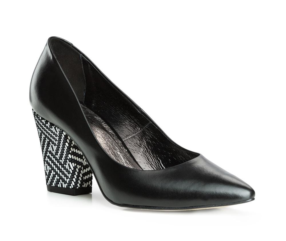 Обувь женскаяЖенские туфли-лодочки выполненны по технологии hand made из лучшей итальянской кожи. Подошва сделана  из синтетического материала. Туфли-лодочки являются обязательным элементом женского гардероба, который придаст Вашему стилю элегантности.          кожа натуральная          кожа натуральная          материал синтетический<br><br>секс: женщина<br>Цвет: белый<br>Размер EU: 36<br>материал:: Натуральная кожа<br>примерная высота каблука (см):: 8