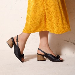 Damskie sandały skórzane na słupku z imitacji drewna, czarny, 92-D-753-1-35, Zdjęcie 1