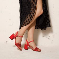 Damskie sandały zamszowe na słupku ażurowe, czerwony, 92-D-959-3-40, Zdjęcie 1