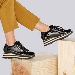 Damskie sneakersy skórzane z lampasami na podeszwie, czarno - złoty, 93-D-108-1-39, Zdjęcie 1