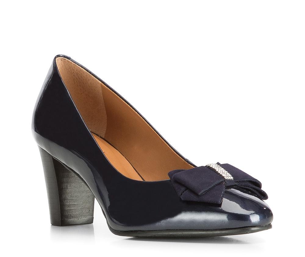 Обувь женскаяЖенские туфли-лодочки выполненны по технологии hand made из лучшей итальянской кожи. Подошва сделана  из синтетического материала. Благодаря лакированной кожи и банту на носке, модель приобретает элегантный вид.            кожа натуральная          кожа натуральная          материал синтетический<br><br>секс: женщина<br>Цвет: синий<br>Размер EU: 38<br>материал:: Натуральная кожа<br>примерная высота каблука (см):: 7