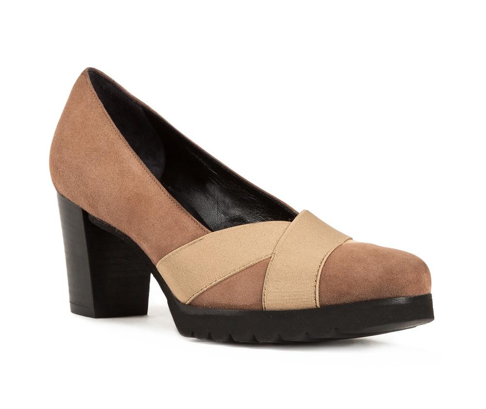 Обувь женскаяЖенские туфли-лодочки выполненны по технологии hand made из лучшей итальянской кожи. Подошва сделана  из синтетического материала.  Современный вариант классики, который придаст любому стилю неповторимый характер.           кожа натуральная          кожа натуральная          материал синтетический<br><br>секс: женщина<br>Цвет: коричневый<br>Размер EU: 35<br>материал:: Натуральная кожа<br>примерная высота каблука (см):: 6