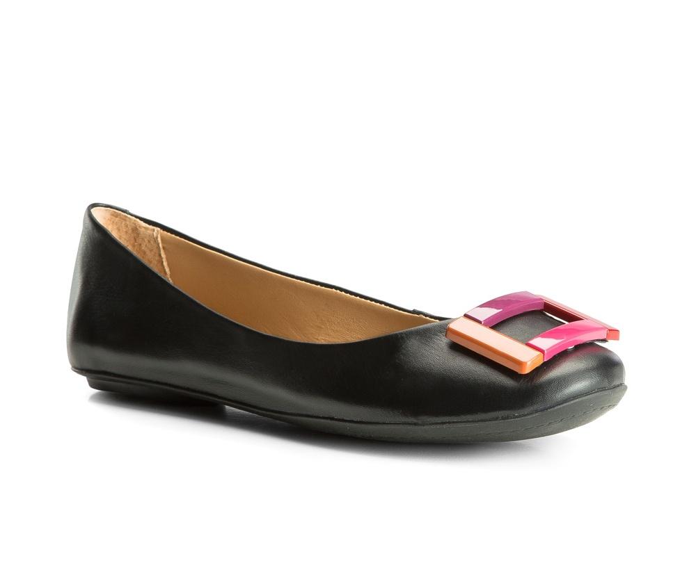 Обувь женскаяЖенские балетки выполненны по технологии hand made из лучшей итальянской кожи. Подошва сделана  из синтетического материала. Декоративные элементы на носке делают классическую модель более выразительной.           кожа натуральная          кожа натуральная          материал синтетический<br><br>секс: женщина<br>Цвет: черный<br>Размер EU: 37<br>материал:: Натуральная кожа