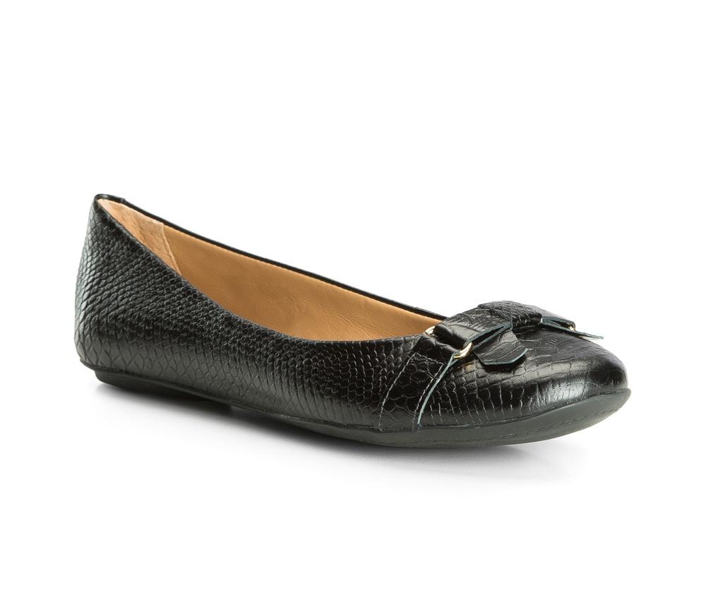 Обувь женскаяБалетки женские, сделанные в технологии Hand Made выполнены полностью из натуральной итальянской кожи наивысшего качества. Подошва полностью сделана из качественного синтетического материала.  Выразительные украшения и принты, добавляют обуви элегантности которая прийдется по вкусу даже самым требовательным клиенткам.<br><br>секс: женщина<br>Цвет: черный<br>Размер EU: 35<br>материал:: Натуральная кожа