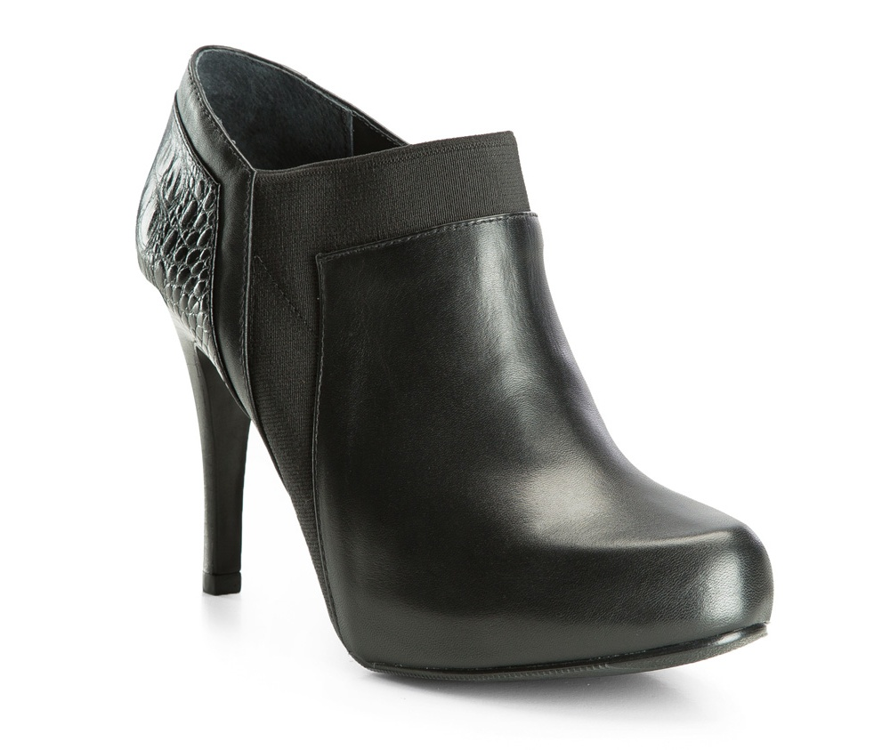 Обувь женскаяПолусапожки  для женщин, изготовленные по технологии Hand Made выполнены полностью из натуральной итальянской кожи наивысшего качества. Подошва полностью сделана из качественного синтетического материала. Классическая модель с очень стабильным каблуком украсит ногу каждой женщины. Подойдет в сочетании с каждой стилизацией.<br><br>секс: женщина<br>Цвет: черный<br>Размер EU: 38<br>материал:: Натуральная кожа<br>примерная высота каблука (см):: 10,5