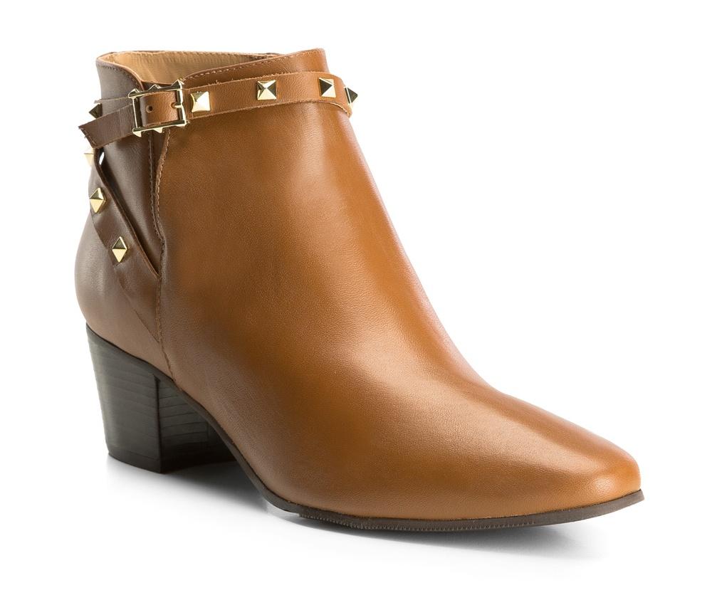 Обувь женскаяПолусапожки  для женщин, изготовленные по технологии Hand Made выполнены полностью из натуральной итальянской кожи наивысшего качества. Подошва полностью сделана из качественного синтетического материала. Классическая модель с очень стабильным каблуком украсит ногу каждой женщины. Подойдет в сочетании с каждой стилизацией.<br><br>секс: женщина<br>Цвет: коричневый<br>Размер EU: 39<br>материал:: Натуральная кожа<br>примерная высота каблука (см):: 5,5<br>примерная высота голенища (см): 10,5