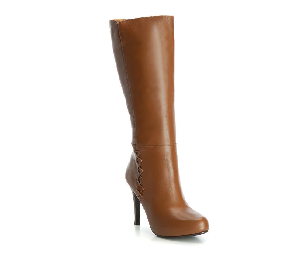 Обувь женскаяЖенские сапоги, изготовленные по технологии Hand Made выполнены полностью из натуральной итальянской кожи наивысшего качества. Подошва полностью сделана из качественного синтетического материала. Классическая модель сапог с высоким, но очень стабильным каблуком украсит ногу каждой женщины.<br><br>секс: женщина<br>Цвет: коричневый<br>Размер EU: 38<br>материал:: Натуральная кожа<br>примерная высота каблука (см):: 10,5<br>примерная высота голенища (см): 35