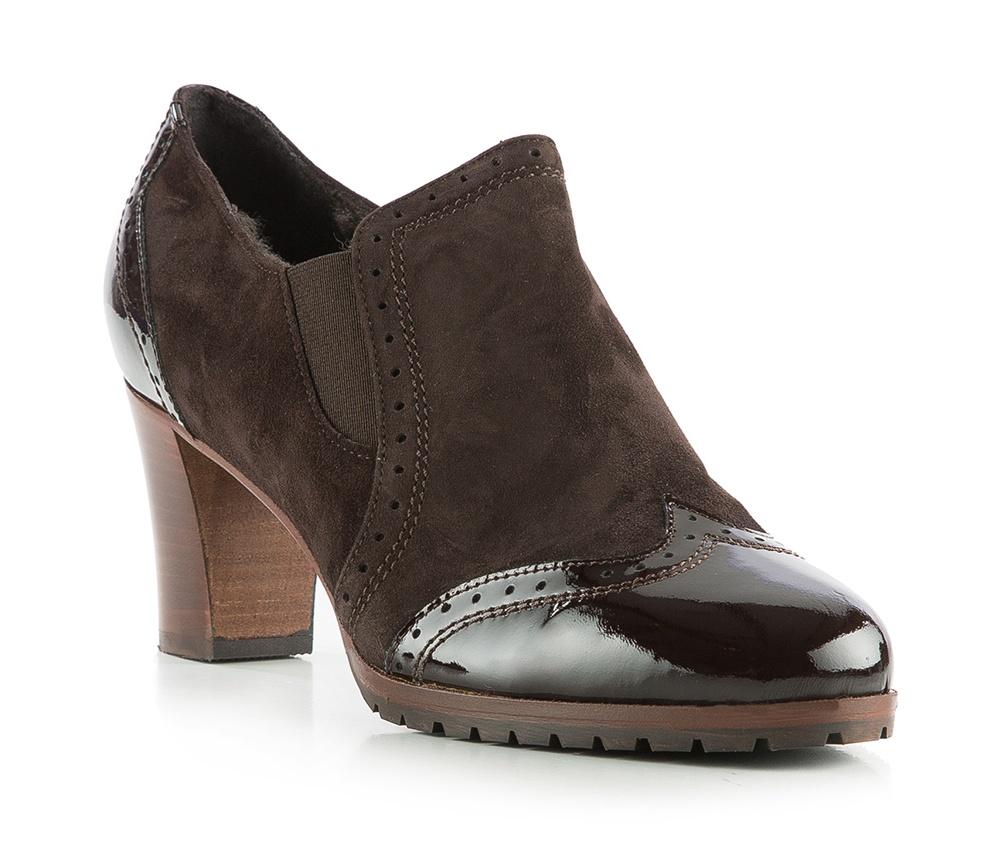 Обувь женскаяЖенские ботильоны выполненны по технологии hand made из лучшей итальянской кожи. Подошва сделана  из синтетического материала. Очень привлекательная и элегантная модель. Внутри утеплитель, благодаря этому ботильоны отлично подойдут для прохладной погоды            кожа натуральная          кожа натуральная          материал синтетический<br><br>секс: женщина<br>Цвет: коричневый<br>Размер EU: 40<br>материал:: Натуральная кожа<br>примерная высота каблука (см):: 7,5