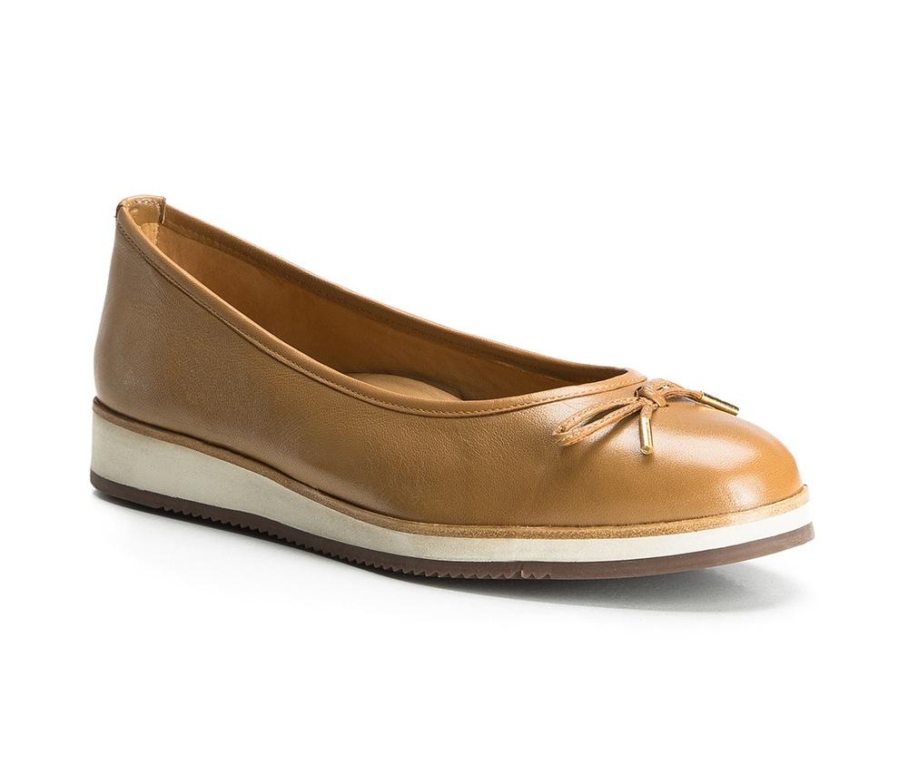 Обувь женскаяБалетки женские, изготовленные по технологии Hand Made и выполнены полностью из натуральной итальянской кожи наивысшего качества. Подошва сделана из качественного синтетического материала. Выразительные украшения и принты, добавляют обуви элегантности которая прийдется по вкусу даже самым требовательным клиенткам.<br><br>секс: женщина<br>Цвет: коричневый<br>Размер EU: 40<br>материал:: Натуральная кожа