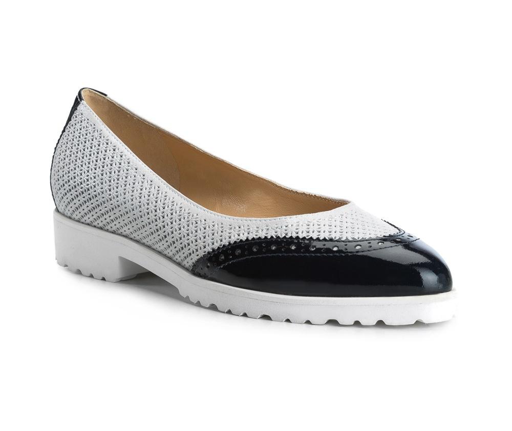 Обувь женскаяБалетки женские, изготовленные по технологии Hand Made и выполнены полностью из натуральной итальянской кожи наивысшего качества. Подошва сделана из качественного синтетического материала. Выразительные украшения и принты, добавляют обуви элегантности которая прийдется по вкусу даже самым требовательным клиенткам.<br><br>секс: женщина<br>Цвет: серый<br>Размер EU: 36<br>материал:: Натуральная кожа<br>примерная высота каблука (см):: 3