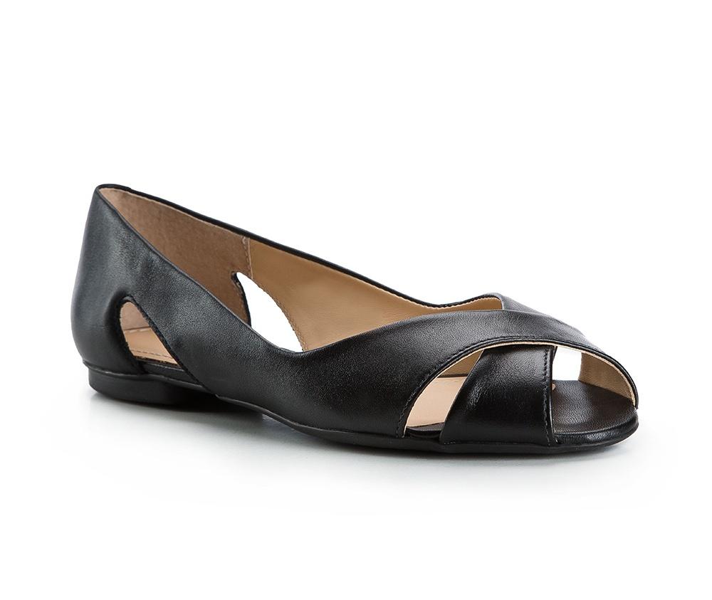 Обувь женскаяБалетки женские, изготовленные по технологии Hand Made и выполнены из натуральной итальянской кожи наивысшего качества. Подошва сделана из качественного синтетического материала. Выразительные украшения и принты, добавляют обуви элегантности которая прийдется по вкусу даже самым требовательным клиенткам.<br><br>секс: женщина<br>Цвет: черный<br>Размер EU: 39<br>материал:: Натуральная кожа