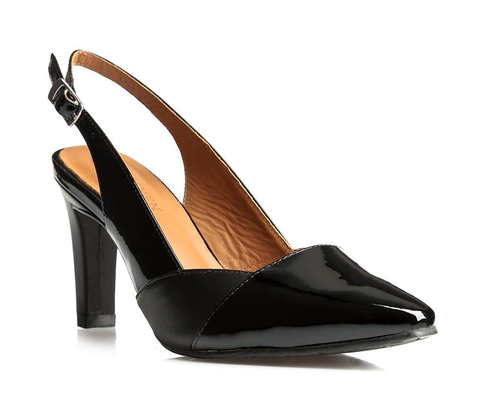 Обувь женскаяТуфли женские классические. Изготовленные по технологии \Hand Made\ и выполнены из натуральной итальянской кожи наивысшего качества. Подошва сделана из качественного синтетического материала. Сочетание классических высоких каблуков каждый раз по разному создает уникальный и модный  образ.<br><br>секс: женщина<br>Цвет: черный<br>Размер EU: 41
