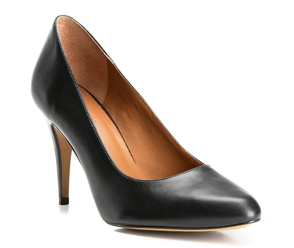 Обувь женскаяТуфли женские класcические.Изготовленные по технологии \Hand Made\ и выполнены полностью из натуральной итальянской кожи наивысшего качества. Подошва сделана из качественного синтетического материала. Сочетание классических высоких каблуков каждый раз по разному создает уникальный и модный  образ.<br><br>секс: женщина<br>Цвет: черный<br>Размер EU: 37<br>материал:: Натуральная кожа<br>примерная высота каблука (см):: 8