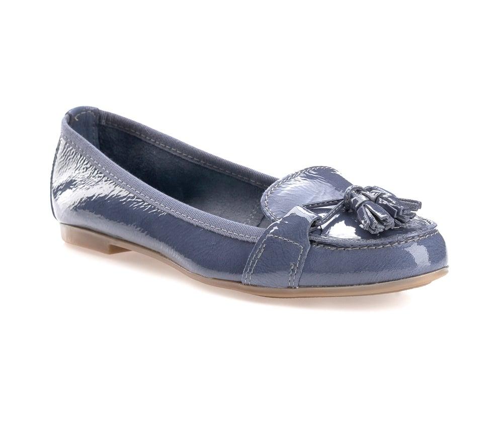 Обувь женскаяОбувь женская типа Мокасины. Изготовленные по технологии \\Hand Made\ и выполнены полностью из натуральной итальянской кожи наивысшего качества. Подошва  сделана из качественного синтетического материала. Стильный вид этой обуви придется по вкусу каждой моднице.<br><br>секс: женщина<br>Цвет: голубой<br>Размер EU: 39