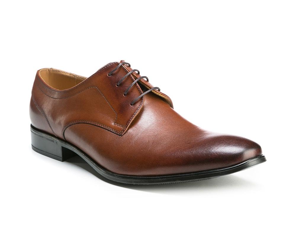 Обувь мужскаяМужские туфли выполнены по технологии \hand made\ из лучшей итальянской кожи. Подошва полностью сделана из качественного синтетического материала.<br><br>секс: мужчина<br>Цвет: коричневый<br>Размер EU: 41<br>материал:: Натуральная кожа<br>примерная высота каблука (см):: 2,5