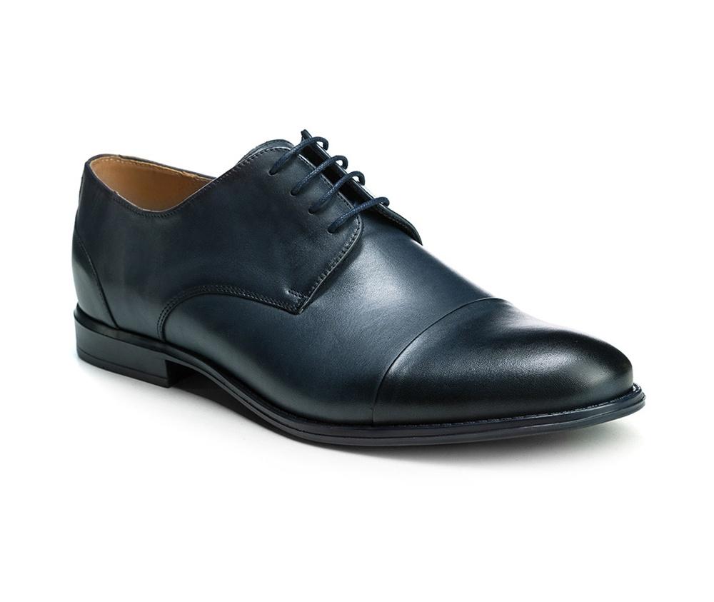 Обувь мужскаяМужские туфли выполнены по технологии \hand made\ из лучшей итальянской кожи. Подошва полностью сделана из качественного синтетического материала.<br><br>секс: мужчина<br>Цвет: синий<br>Размер EU: 40<br>материал:: Натуральная кожа<br>примерная высота каблука (см):: 2,5