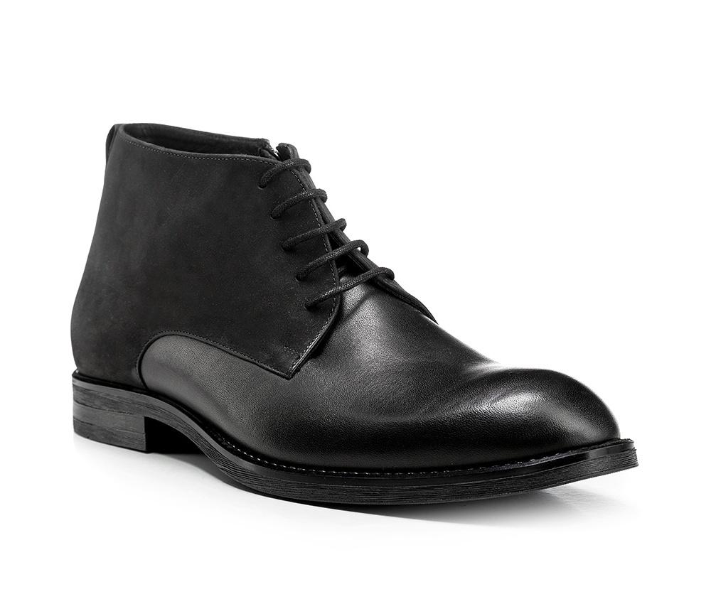 Обувь мужскаяМужские ботинки выполнены по технологии \hand made\ из лучшей итальянской кожи. Подошва полностью сделана из качественного синтетического материала.<br><br>секс: мужчина<br>Цвет: черный<br>Размер EU: 39<br>материал:: Натуральная кожа<br>примерная высота каблука (см):: 3