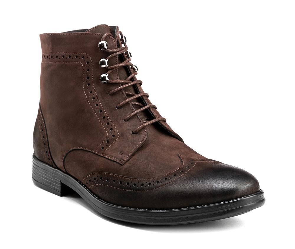Обувь мужскаяМужские ботинки выполнены по технологии \hand made\ из лучшей итальянской кожи. Подошва полностью сделана из качественного синтетического материала.<br><br>секс: мужчина<br>Цвет: коричневый<br>Размер EU: 44<br>материал:: Натуральная кожа<br>примерная высота каблука (см):: 3