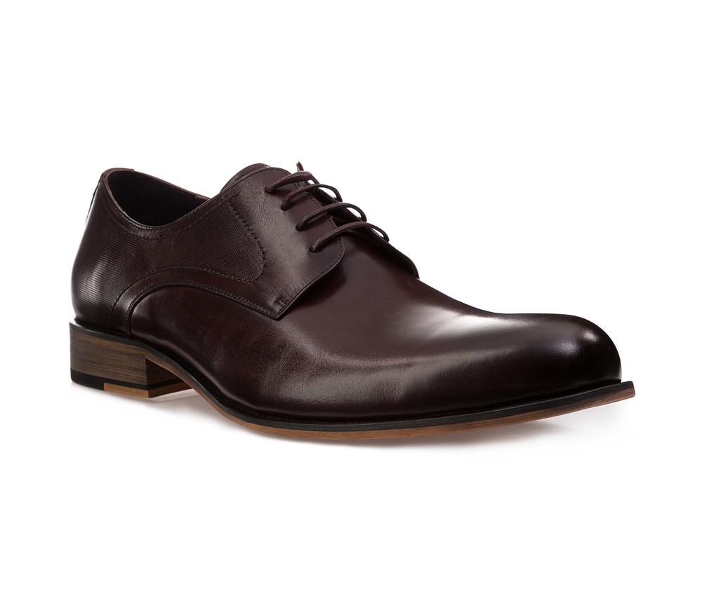 Обувь мужскаяМужские ботинки выполнены по технологии \hand made\ из лучшей итальянской кожи. Подошва полностью сделана из качественного синтетического материала.<br><br>секс: мужчина<br>Цвет: коричневый<br>Размер EU: 43<br>материал:: Натуральная кожа<br>примерная высота каблука (см):: 3