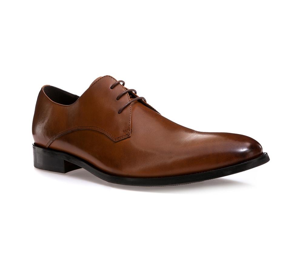 Обувь мужскаяМужские ботинки типа Дерби выполнены по технологии \hand made\ из лучшей итальянской кожи. Подошва полностью сделана из качественного синтетического материала.<br><br>секс: мужчина<br>Цвет: коричневый<br>Размер EU: 39<br>материал:: Натуральная кожа<br>примерная высота каблука (см):: 3