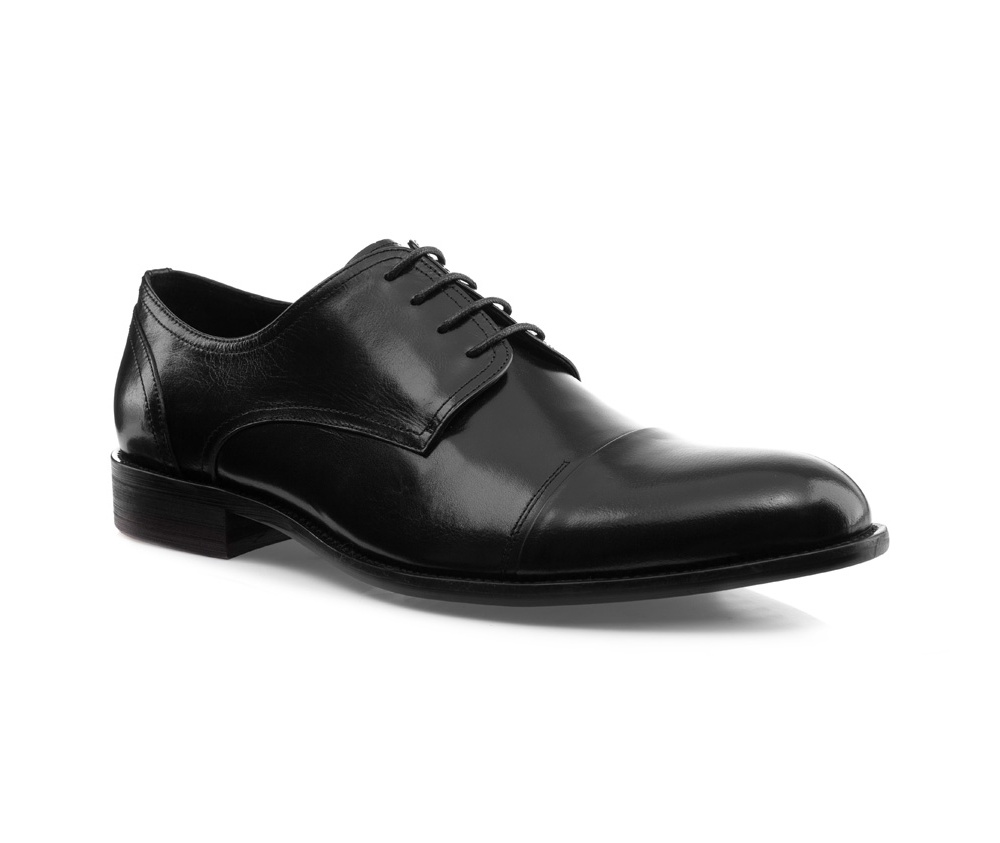 Обувь мужскаяМужские ботинки выполнены по технологии \hand made\ из лучшей итальянской кожи. Подошва полностью сделана из качественного синтетического материала.<br><br>секс: мужчина<br>Цвет: черный<br>Размер EU: 43<br>материал:: Натуральная кожа<br>примерная высота каблука (см):: 3