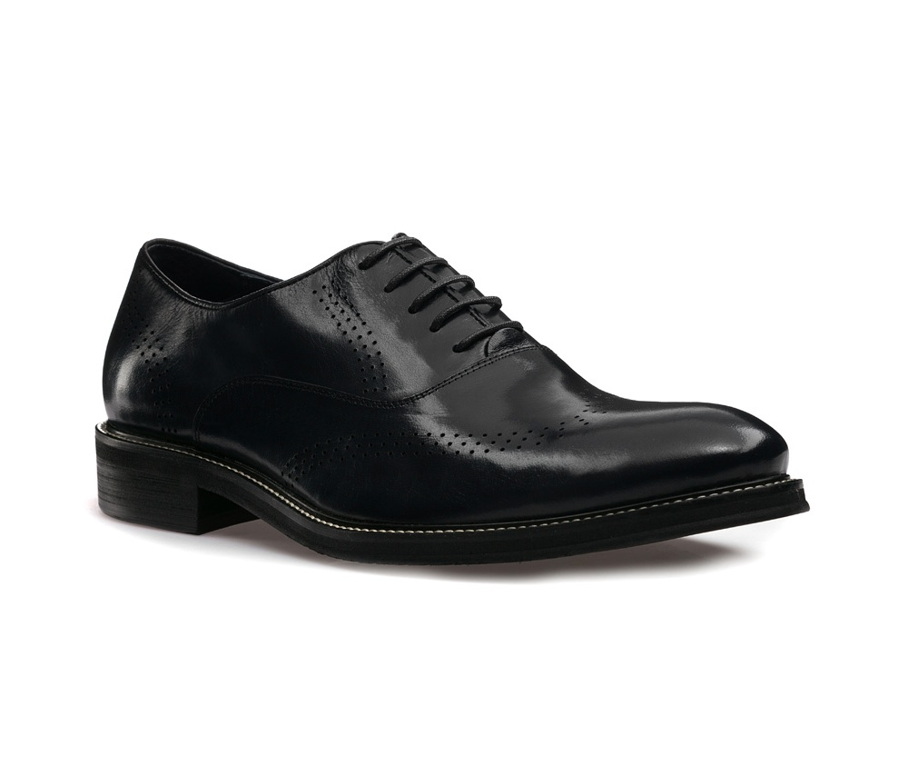 Обувь мужскаяМужские ботинки выполнены по технологии \hand made\ из лучшей итальянской кожи. Подошва полностью сделана из качественного синтетического материала.<br><br>секс: мужчина<br>Цвет: черный<br>Размер EU: 44<br>материал:: Натуральная кожа<br>примерная высота каблука (см):: 3