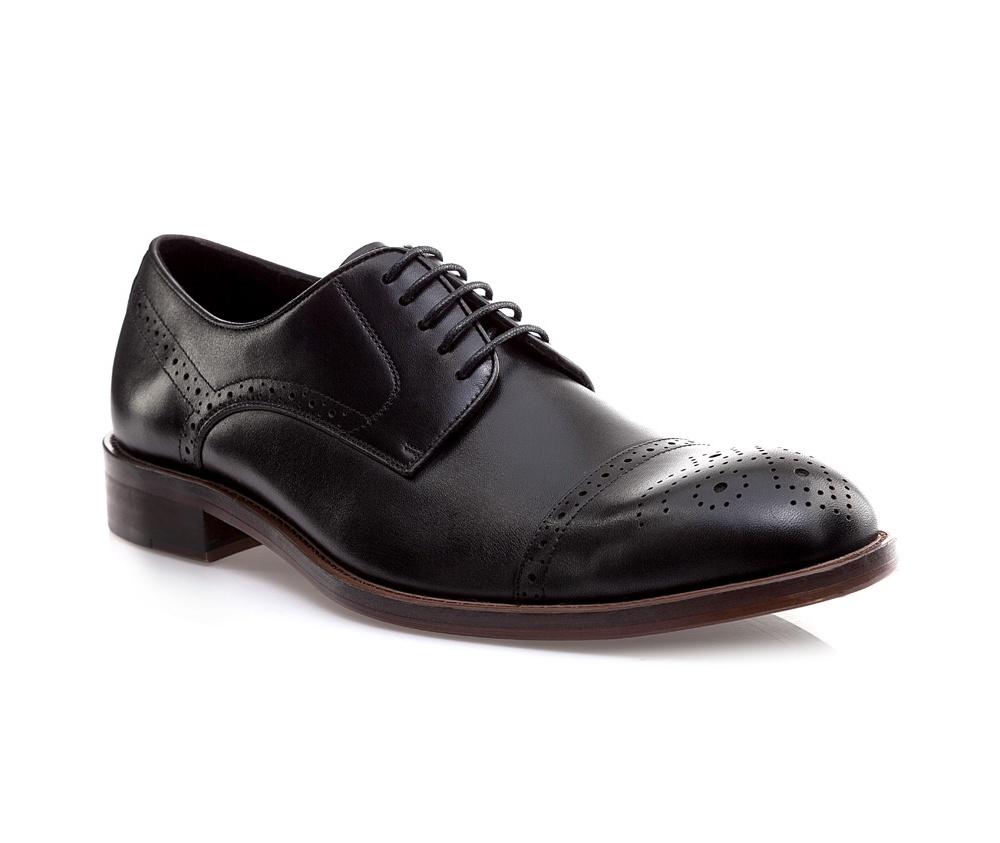 Обувь мужскаяМужские ботинки выполнены по технологии \hand made\ из лучшей итальянской кожи. Подошва полностью сделана из качественного синтетического материала.<br><br>секс: мужчина<br>Цвет: черный<br>Размер EU: 42<br>материал:: Натуральная кожа<br>примерная высота каблука (см):: 3
