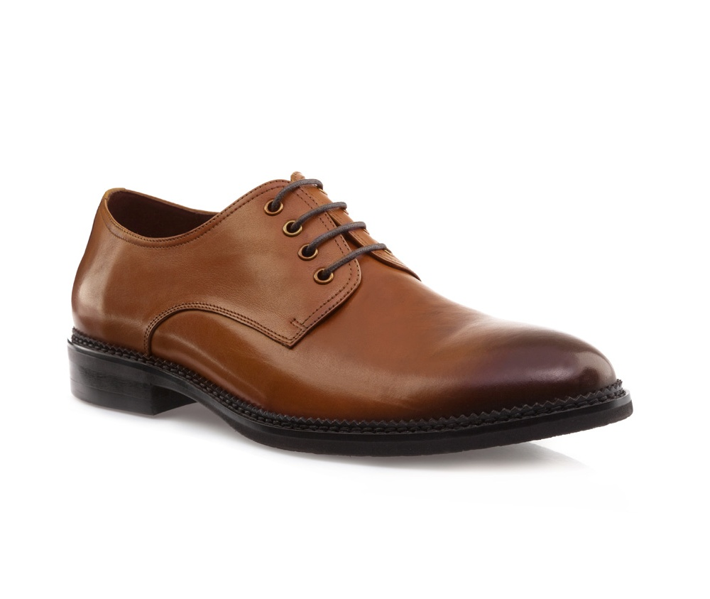 Обувь мужскаяМужские ботинки выполнены по технологии \hand made\ из лучшей итальянской кожи. Подошва полностью сделана из качественного синтетического материала.<br><br>секс: мужчина<br>Цвет: коричневый<br>Размер EU: 39<br>материал:: Натуральная кожа<br>примерная высота каблука (см):: 3