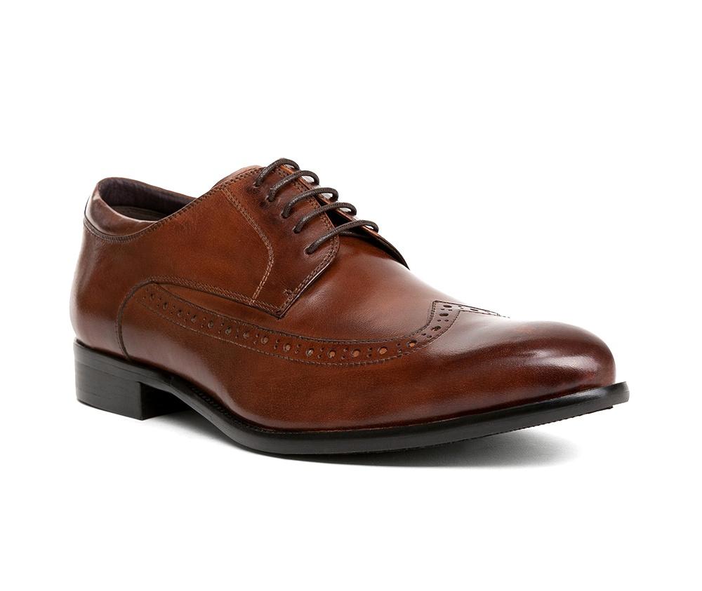Обувь мужскаяТуфли мужские типа Дерби. Изготовленные по технологии Hand Made и выполнены полностью из натуральной итальянской кожи наивысшего качества. Подошва полностью сделана из качественного синтетического материала. Эта модель идеально подходит для тех кому нравится классика и функциональность.<br><br>секс: мужчина<br>Цвет: коричневый<br>Размер EU: 44<br>материал:: Натуральная кожа<br>примерная высота каблука (см):: 2,5