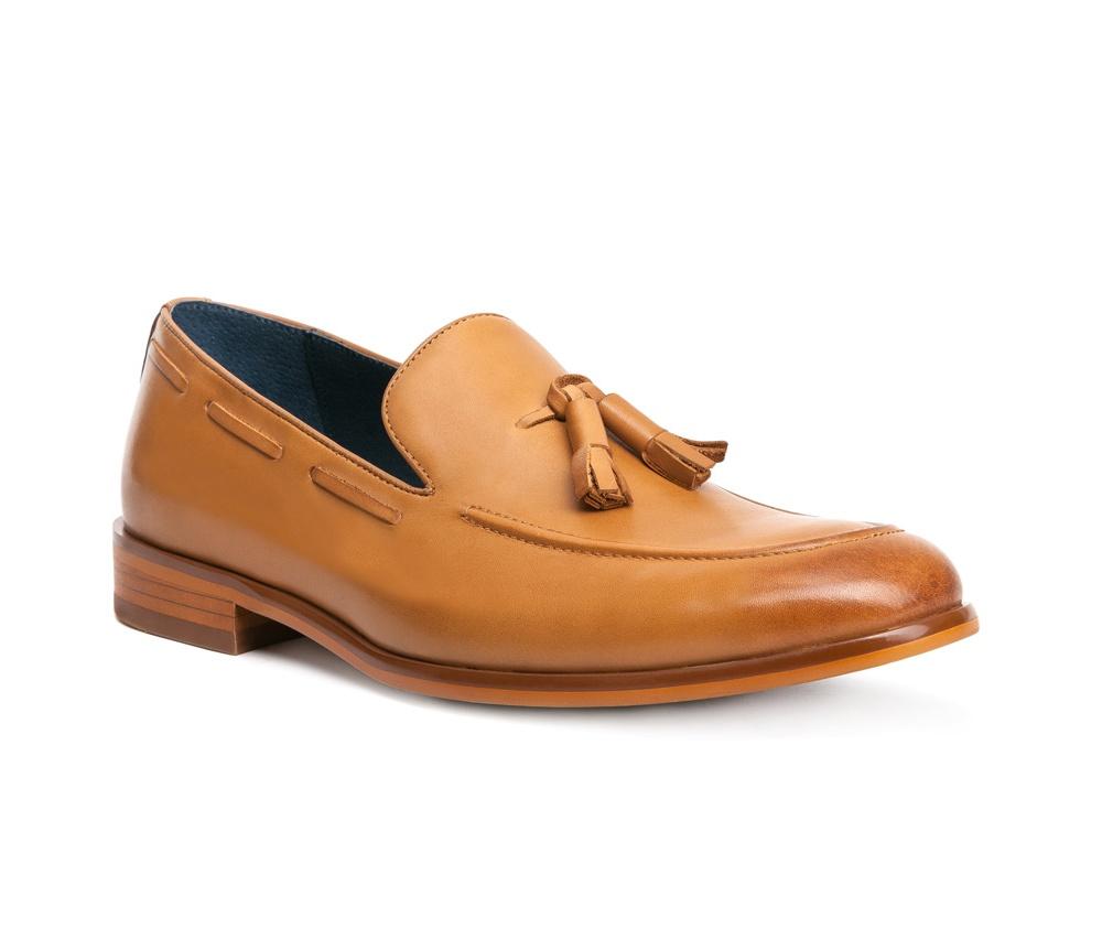 Обувь мужскаяТуфли мужские типа  Мокасины  выполнены по технологии \\Hand Made\\ из натуральной итальянской кожи наивысшего качества.  Подошва сделана из качественного синтетического материала. Простой универсальный фасон  отлично сочетается с летним гардеробом. натуральная кожа  натуральная кожа синтетический материал<br><br>секс: мужчина<br>Цвет: коричневый<br>Размер EU: 45<br>материал:: Натуральная кожа<br>примерная высота каблука (см):: 2,5