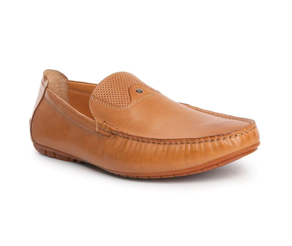Обувь мужскаяТуфли мужские типа  Мокасины  выполнены по технологии Hand Made из натуральной итальянской кожи наивысшего качества.  Подошва сделана из качественного синтетического материала. Простой универсальный фасон  отлично сочетается с летним гардеробом. натуральная кожа  натуральная кожа синтетический материал<br><br>секс: мужчина<br>Цвет: коричневый<br>Размер EU: 41<br>материал:: Натуральная кожа