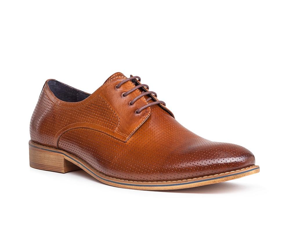 Обувь мужскаяТуфли мужские типа Дерби. Изготовленные по технологии Hand Made и выполнены полностью из натуральной итальянской кожи наивысшего качества. Подошва полностью сделана из качественного синтетического материала. Эта модель идеально подходит для тех кому нравится классика и функциональность.<br><br>секс: мужчина<br>Цвет: коричневый<br>Размер EU: 40<br>материал:: Натуральная кожа<br>примерная высота каблука (см):: 3