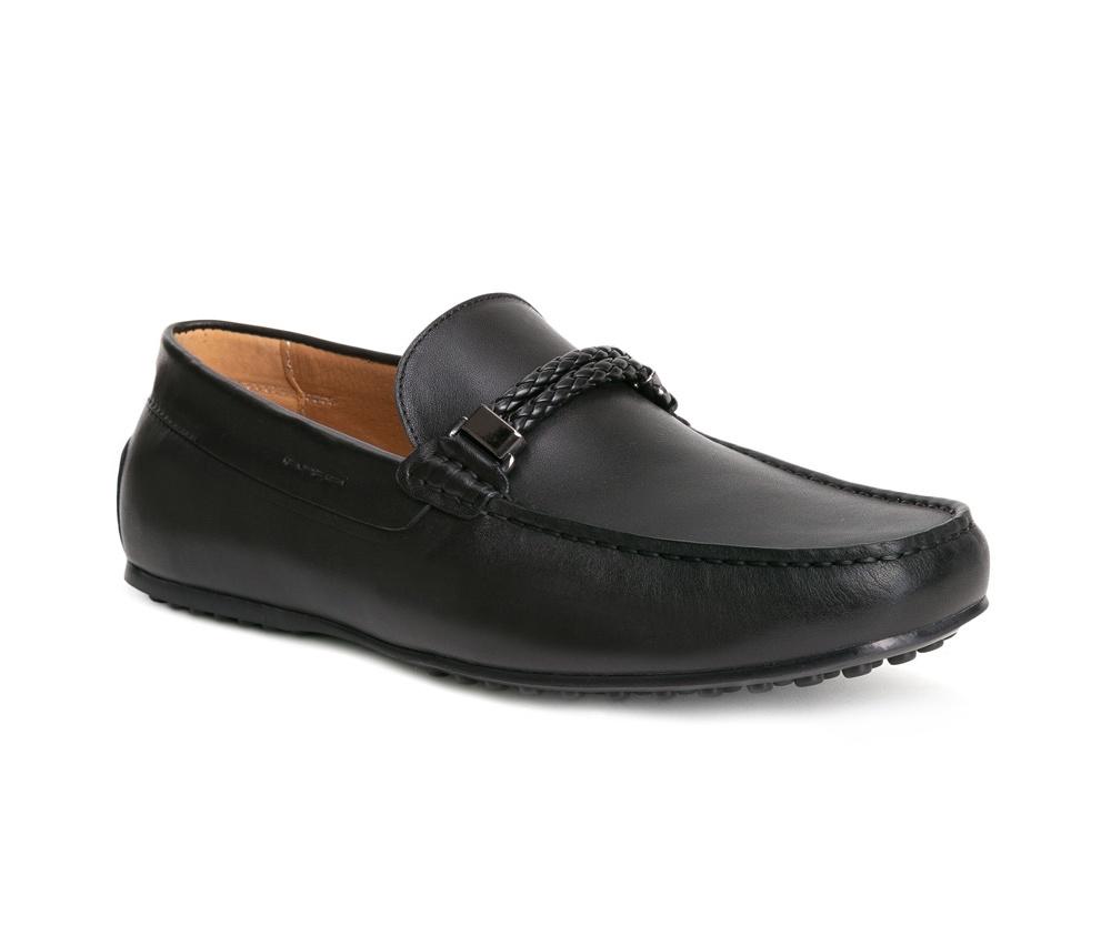 Обувь мужскаяТуфли мужские типа  Мокасины  выполнены по технологии Hand Made из натуральной итальянской кожи наивысшего качества.  Подошва сделана из качественного синтетического материала. Данная модель гарантирует комфорт при ходьбе, а также неповторимый внешний вид с различными стилями. натуральная кожа  натуральная кожа синтетический материал<br><br>секс: мужчина<br>Цвет: черный<br>Размер EU: 44<br>материал:: Натуральная кожа